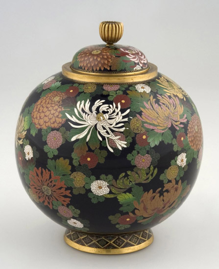 Jar and Lid with Design of Chrysanthemums and Peafowl