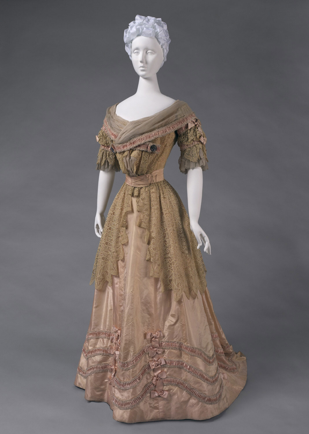 Woman's Dress: Skirt and Bodice