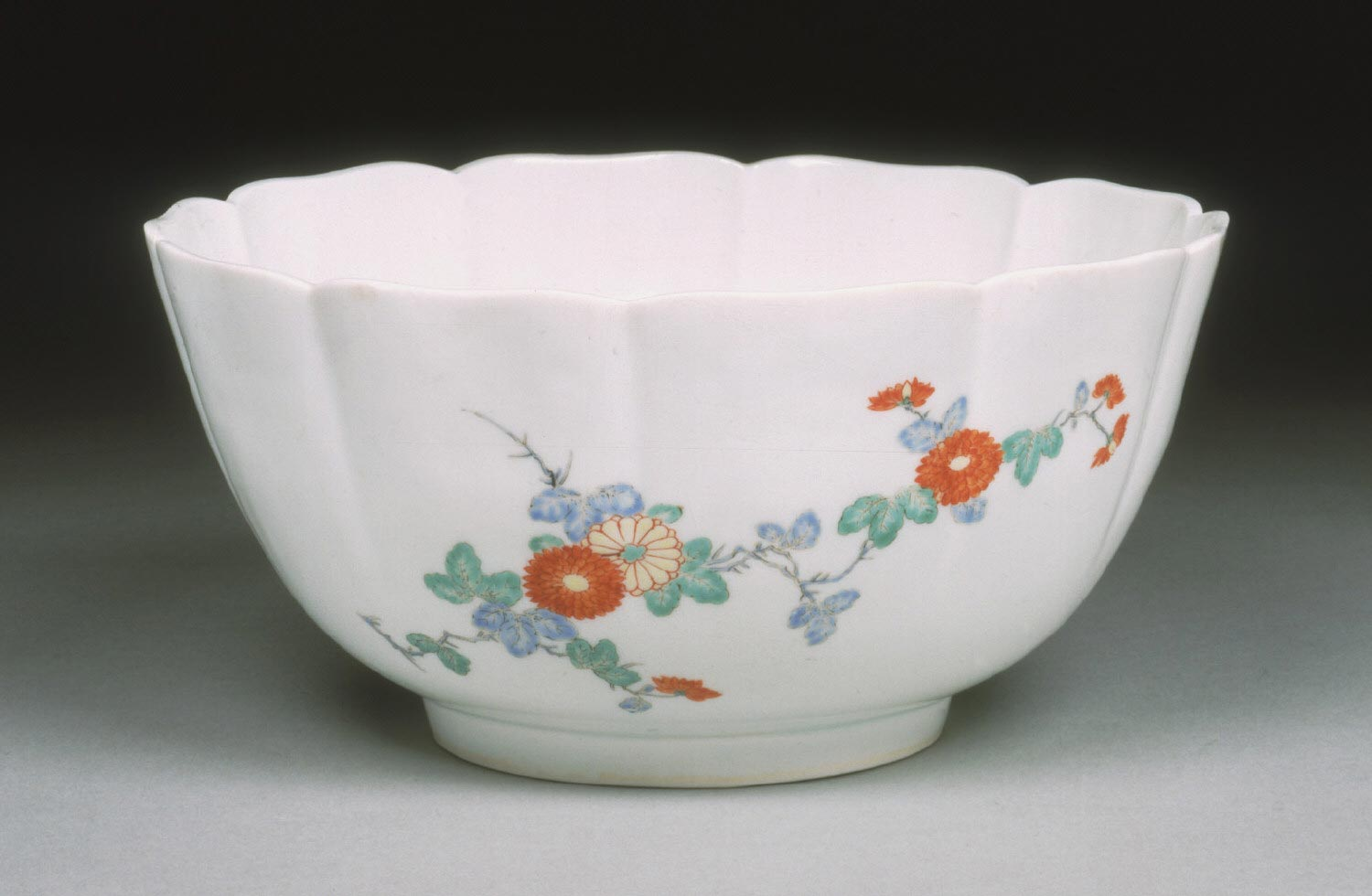 Bowl with Design of Chrysanthemums and Two Butterflies