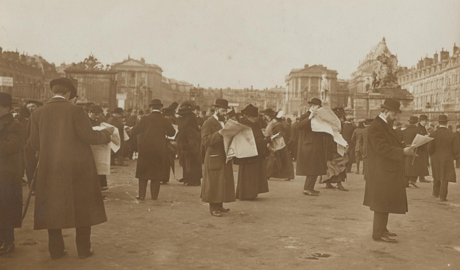 Congress of Versailles: A Crowd In the Place d'Armes Awaits Election Returns [?]